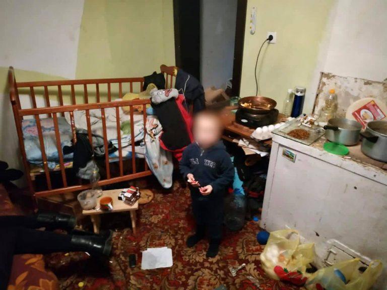 Херсонка морила голодом 4-річного сина, влаштовуючи особисте життя (ФОТО) » Новости Херсон