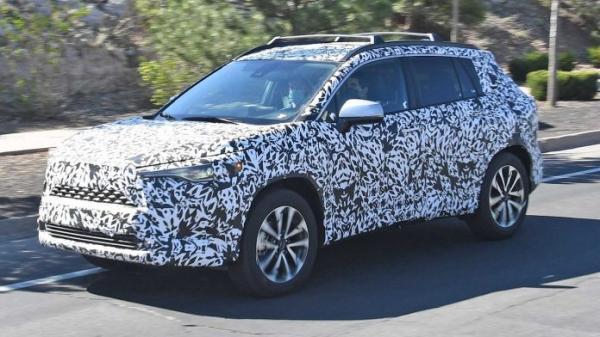 В США фотошпионы заметили Toyota Corolla Cross –