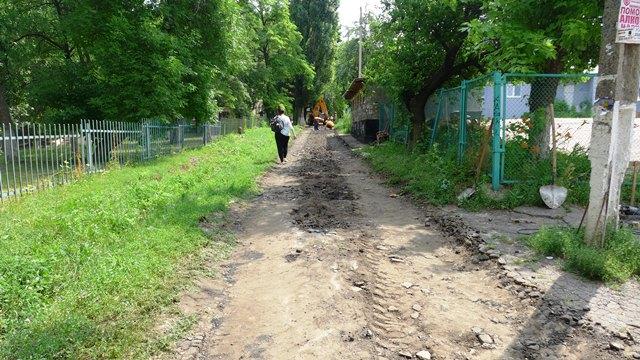 В Краматорске ремонтируют тротуары по ул. Богдана Хмельницкого (Фотофакт)